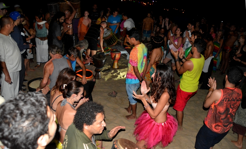 Party in Arambol with children - Copyright by Ants-in-our-pants.com
