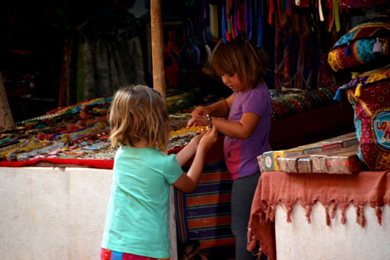 Shopping in Arambol - Copyright by Ants-in-our-pants.com