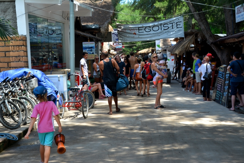 The main street around the island on Gili T - Copyright by ants-in-our-pants.com